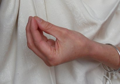 hasta mudra mukula yoga Lyon