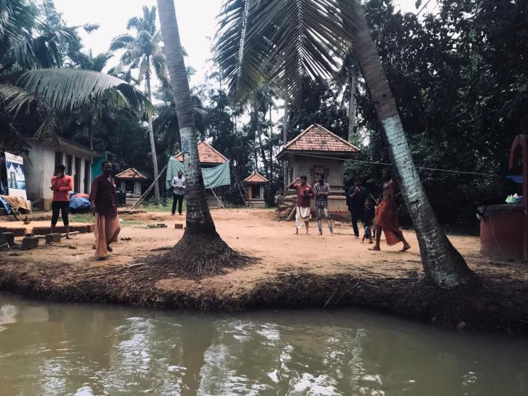 île sacrée dans les backwaters